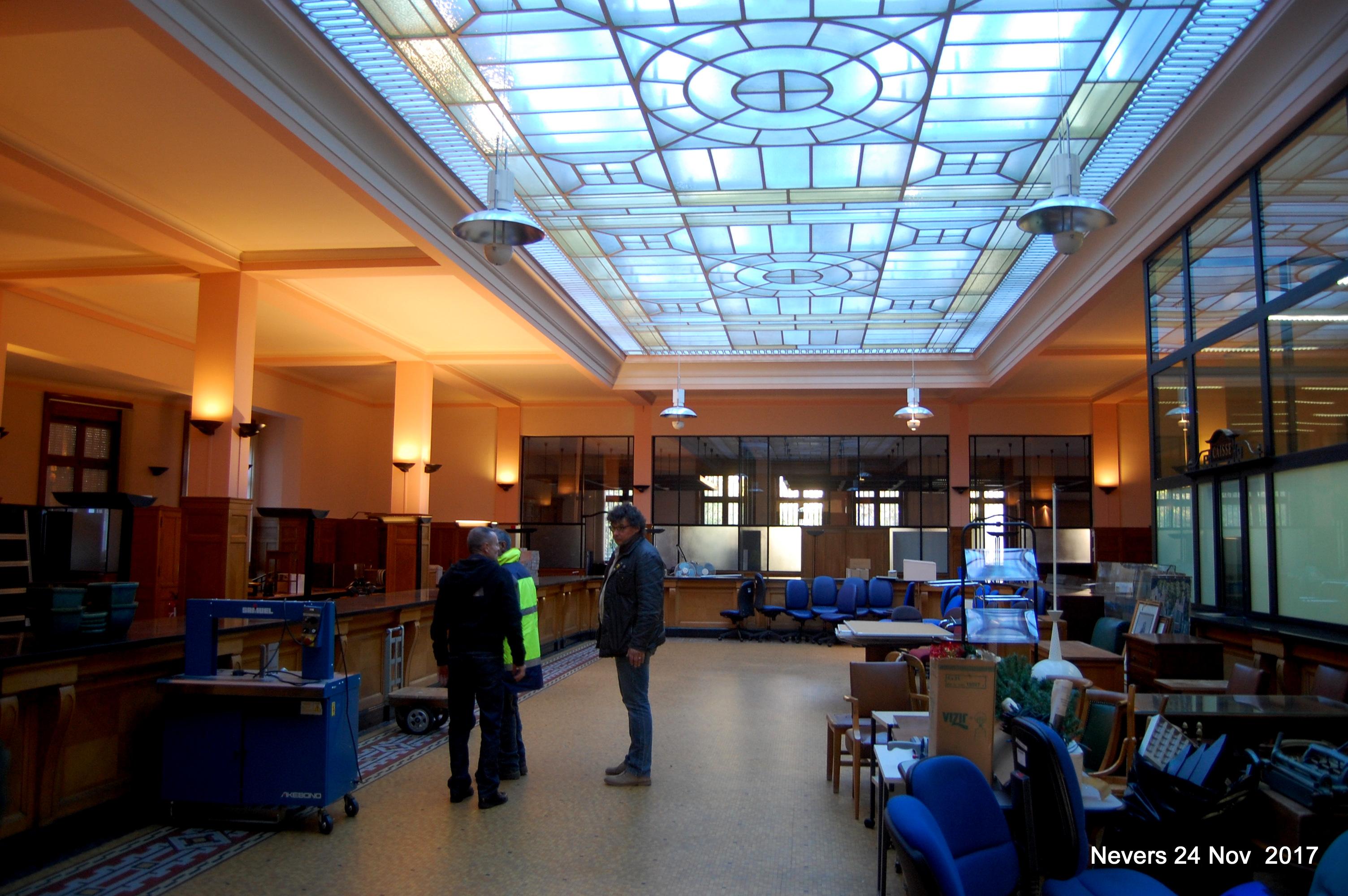 LE hall centrale et sa magnifique verriere