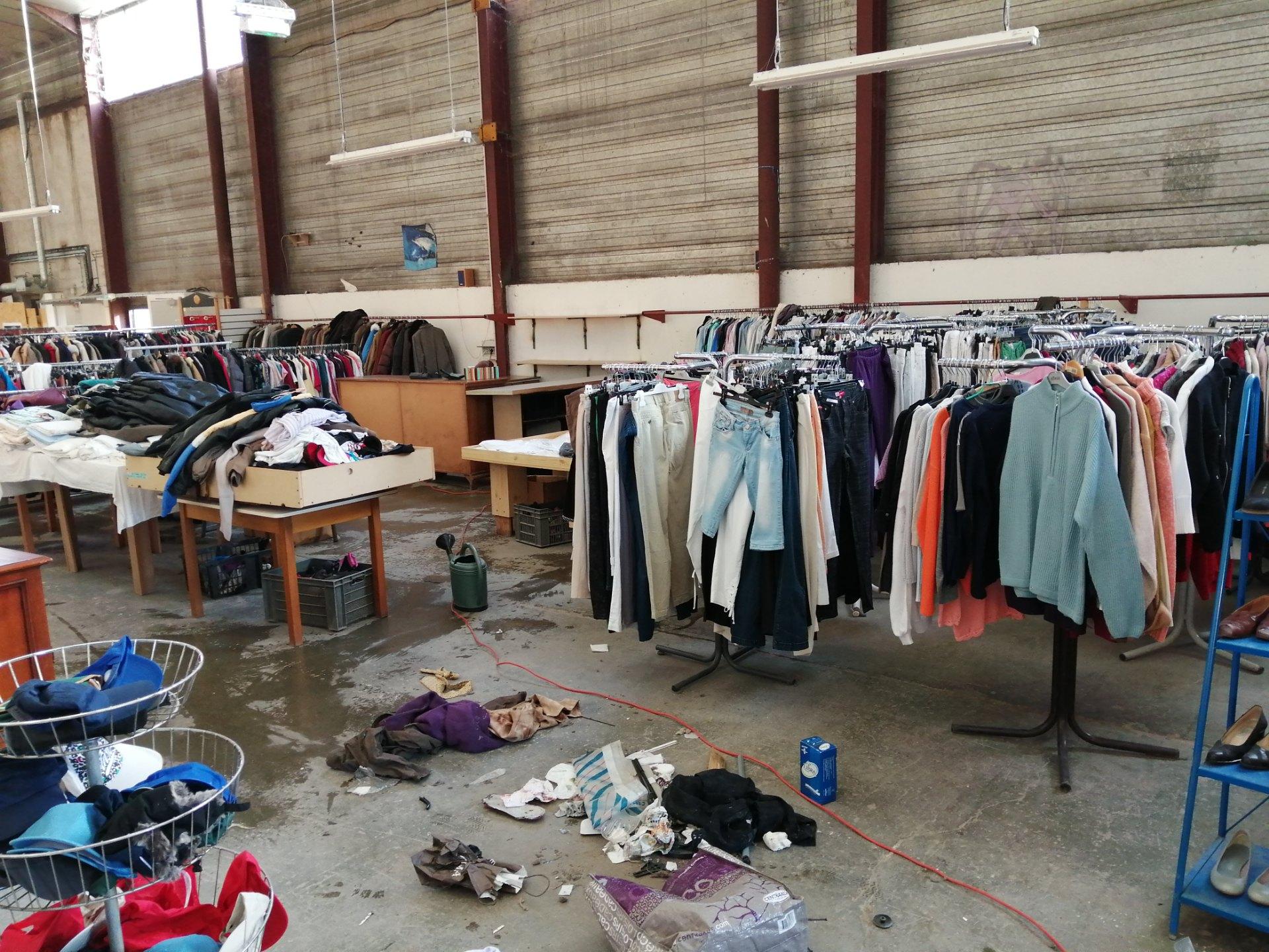 reinstallation du rayon vêtements