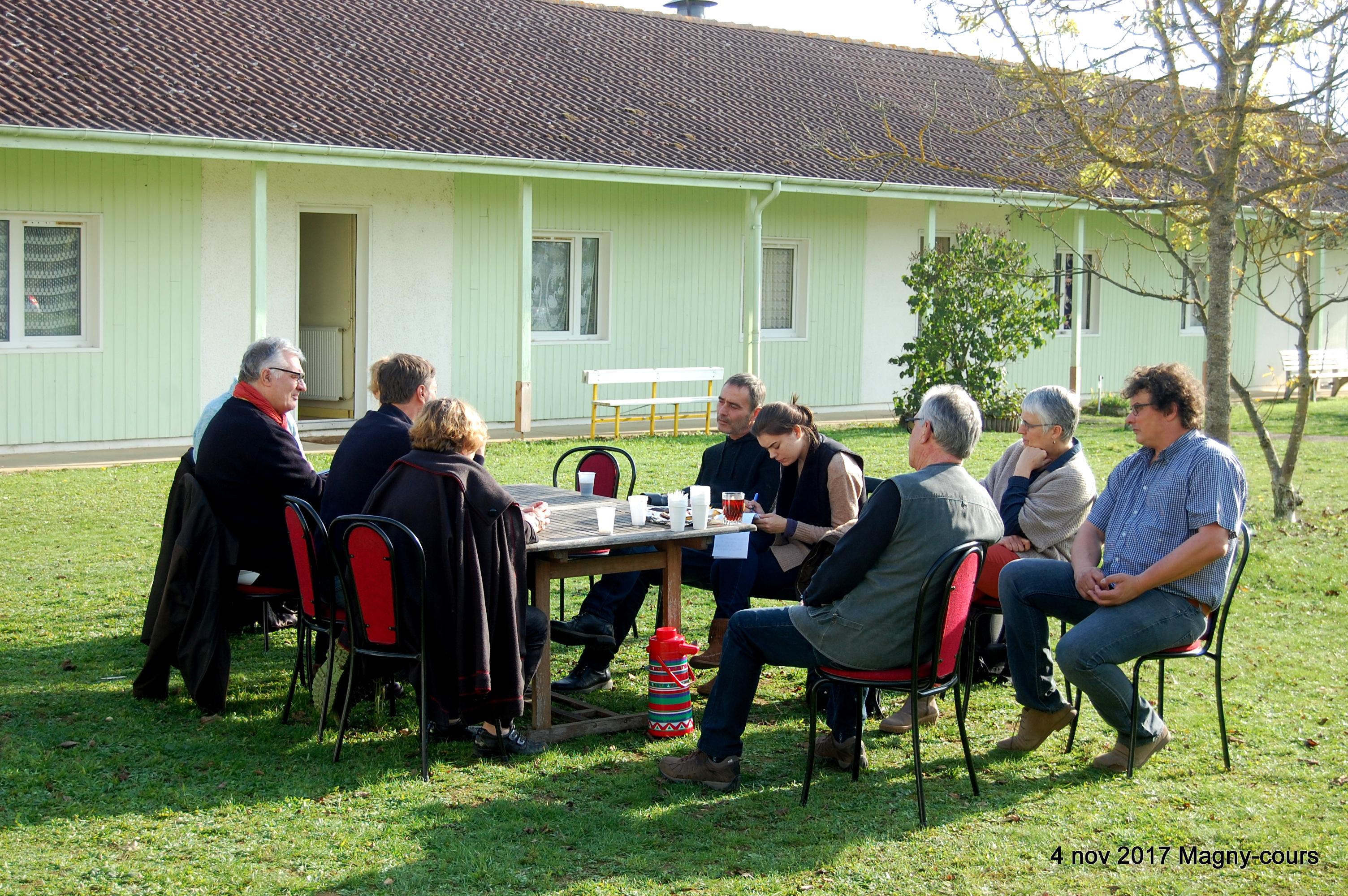 14h45 Profitant du soleil de novembre l'interview se déroule dans le jardin