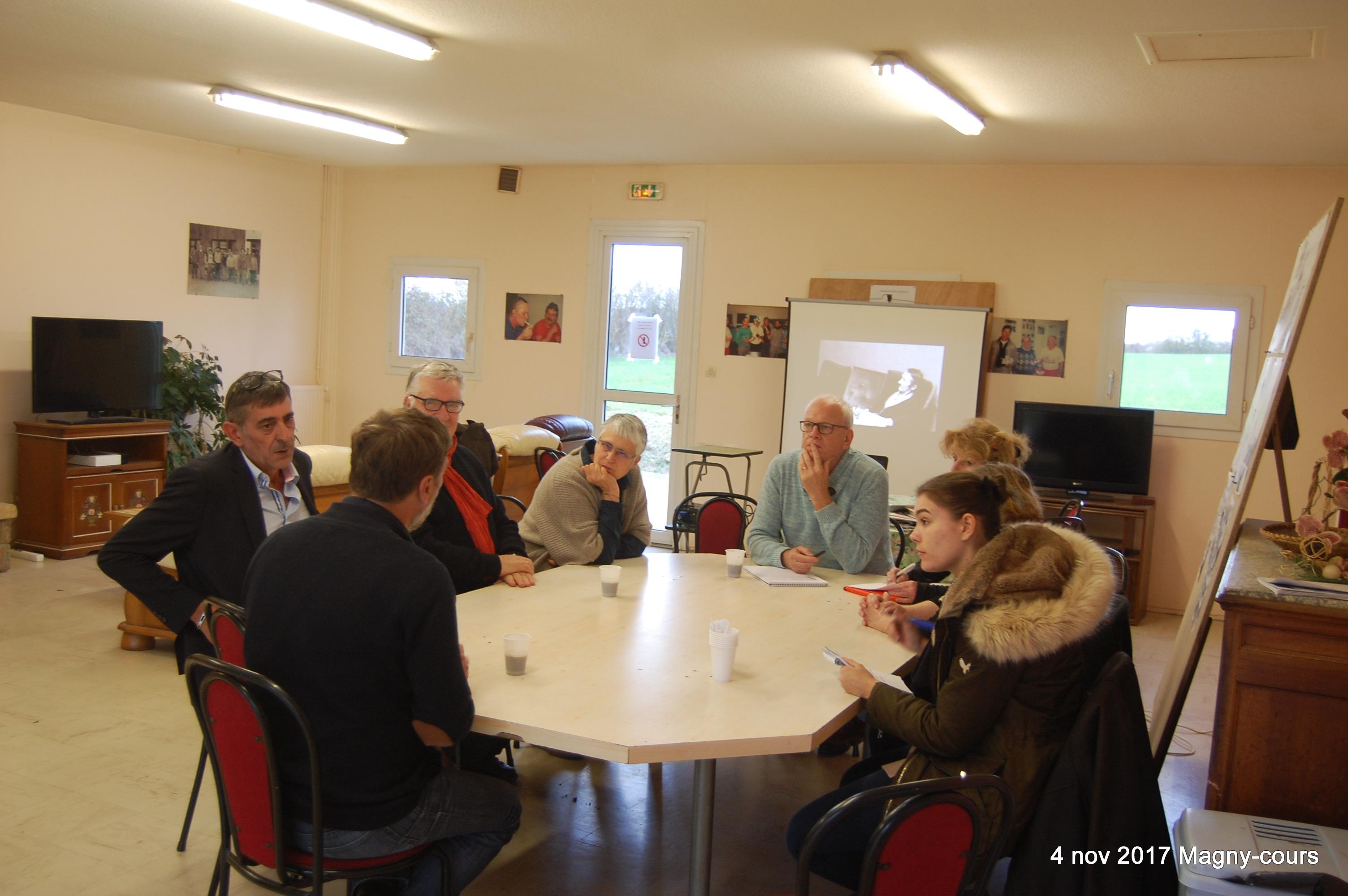16h Table ronde pour échanger autour du thème des contrats aidés